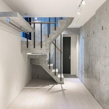 【下階洋室】階段までコンクリートなあたり、グッときます。