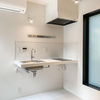 【上階DK】ごくごくシンプル。洗練されたキッチン。