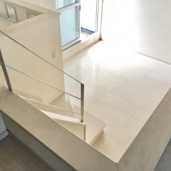 高さはあるけど、階段には手すりもあってのぼりおりしやすいね。(※写真は清掃前のものです)