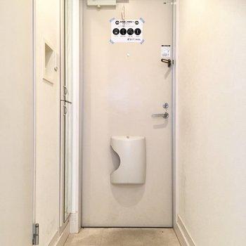 玄関は普通サイズかな。(※写真は清掃前のものです)