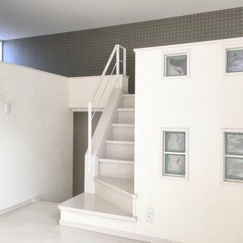 階段上がってロフト部分へ。(※写真は清掃前のものです)