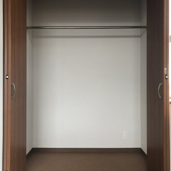 洋室とリビングのクローゼット内にはコンセントがあるんですよー!