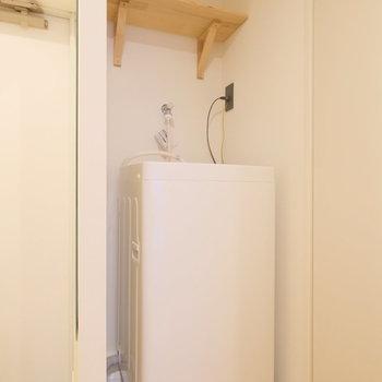 玄関の近くには洗濯機があります