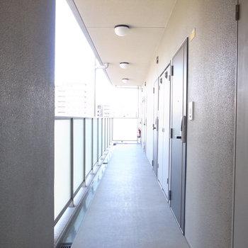 【共用部】開放的な廊下です。