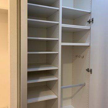 大容量の玄関収納です!靴だけではなくて(※写真は4階の同間取り別部屋のものです)
