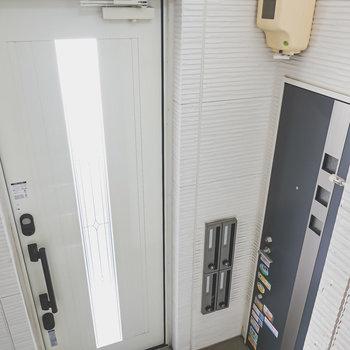 メールボックスはエントランスの横にあります。