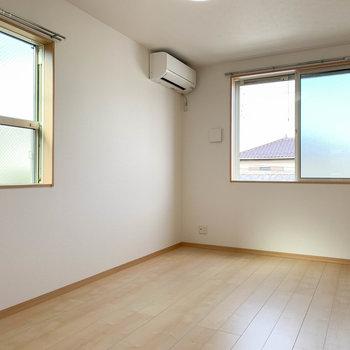 【洋室6.2帖】こちらもサイドにも小窓があります。