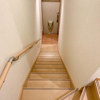 階段を降りると玄関部分です。