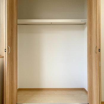 【洋室6.2帖】収納はワイドなサイズ。頼もしい。