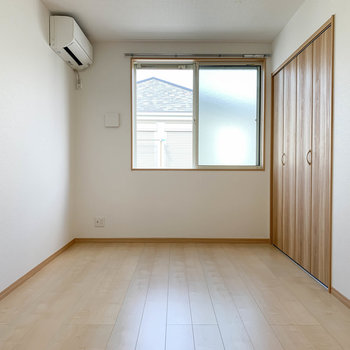 【洋室6.2帖】洋室は、寝室にちょうど良さそうなお部屋です。