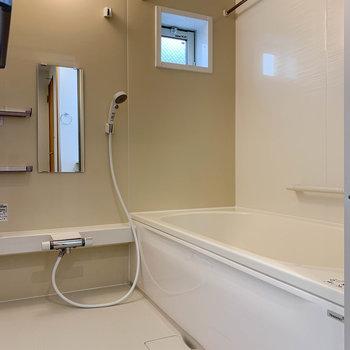 湯船も広いお風呂です。浴室乾燥や暖房、追い炊きも付いています。
