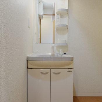洗面台は棚が多くて便利そう!※写真は前回募集時のものです