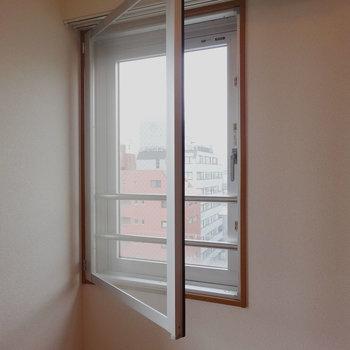 こちらの窓も開きますよ※写真は前回募集時のものです