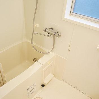 浴室には小窓があります◯※写真は前回募集時のものです