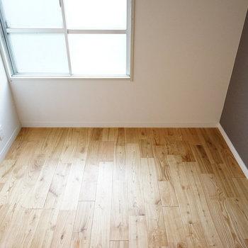 【洋室】こちらも無垢床で気持ちいいですよ〜※写真は前回募集時のものです