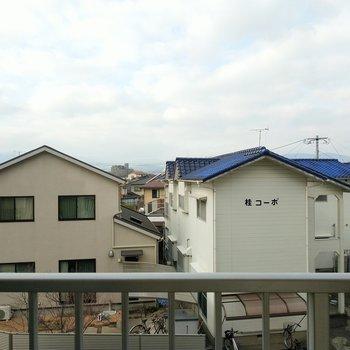 住宅街が一望。空も綺麗に見えます。