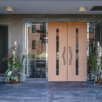 こちらが入り口。正月なので門松が置かれていました。