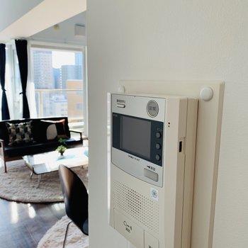 モニターホンで安心※写真は反転同間取り別部屋のもの。
