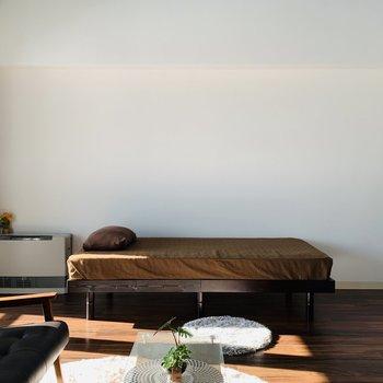寝室は仕切らず開放的に使うのもアリですね◎※写真は反転同間取り別部屋のもの。