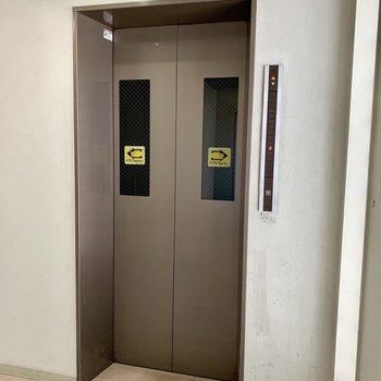 エレベーターで9階へ