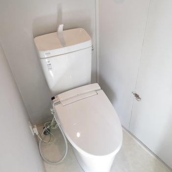 トイレはこちらも温水洗浄便座付き