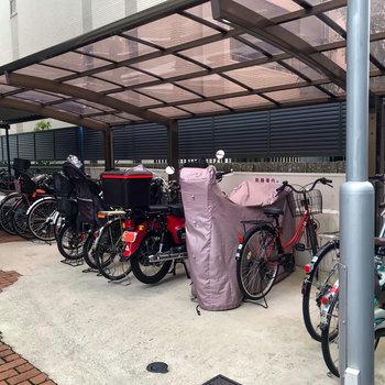 【共用部】駐輪場は屋根つきで安心です。