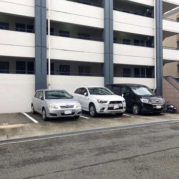 【共用部】駐車場もございます。(車を停める際、確認が必要です。)