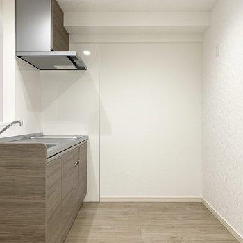 空間もゆったり。家電も食器棚もしっかり置けますね◎