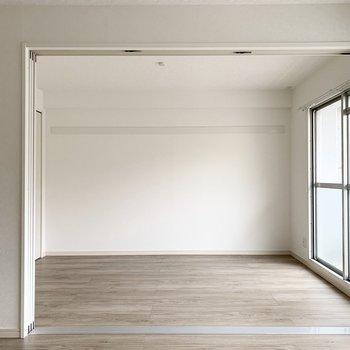 【洋6】洋室も見ていきましょう。まずはLDKのお隣から。