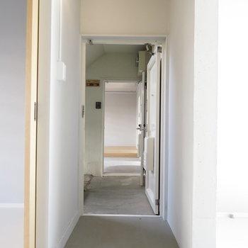 玄関から向こうのお部屋に行ってもよしです