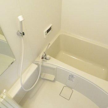 お風呂は綺麗なユニットバス