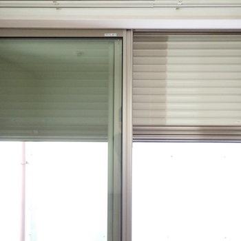 【洋室②】シャッターつきですよ!リビングの窓もシャッターつきです。