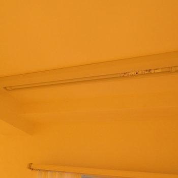 ブラインドも付けれます。西日対策〇 ※別部屋写真。実際は家具家電付きです