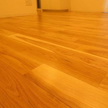 この床、最高じゃないですか? ※別部屋写真。実際は家具家電付きです