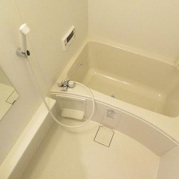 お風呂は追い炊き機能付きです