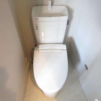 その隣にはトイレと