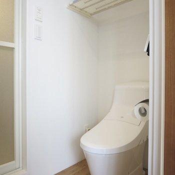 トイレはウォシュレット付きです※突っ張り棚は撤去されます