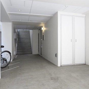 入り口は白でまとまっています