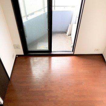 ロフトから。ブラウンに白が映えますね。※写真は5階の同間取り別部屋のものです