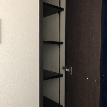 シューズボックスは十分な大きさ。余ったら防災グッズを入れておいてもいいですね。※写真は5階の同間取り別部屋のものです