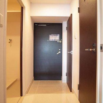 玄関もゆったり使えます。(※写真は7階の同間取りモデルルームのものです)