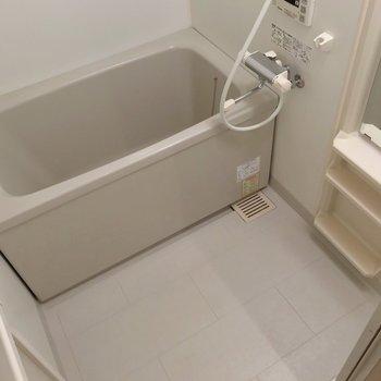 サーモ水栓で温度調節簡単!高温さし湯機能付いてます。(※写真は9階の同間取り別部屋のものです)