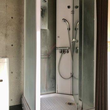 お風呂はシャワーのみ!サクッと済ませましょう。