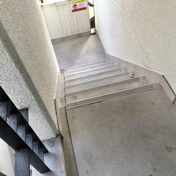 3階まで階段です。毎日のちょっとした運動に良さそう!