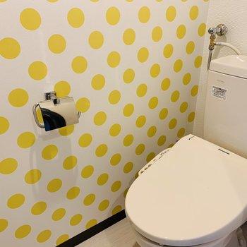 おトイレは黄色のドット柄 ウォッシュレット付♪