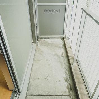 ベランダには物干しがありませんが、浴室乾燥機が利用できます。