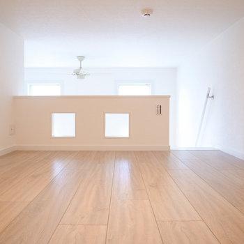 【ロフト】こちら、物置ではなく寝室向きとなっています!高さは1メートルくらい?