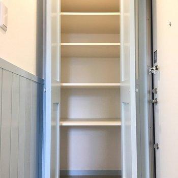 玄関の収納も大容量です。