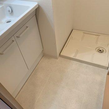 脱衣所はこちら。洗濯機を置いてもスペースは確保できそう