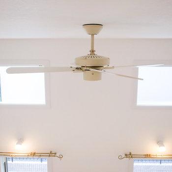 【ロフト】シーリングファンがエアコンの風を循環してくれます。(※写真は1階の別室です。)